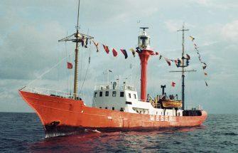 198109FahrtinSeeFeuerschiffWeser_2000Px